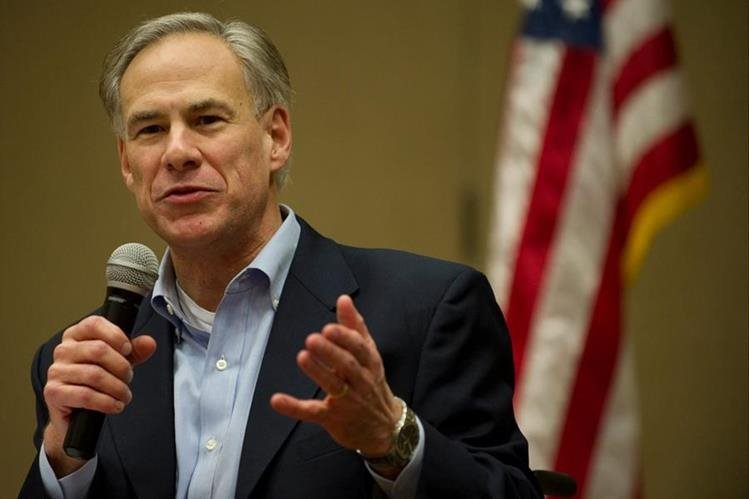 Greg Abbott toma juramento como gobernador de Texas.