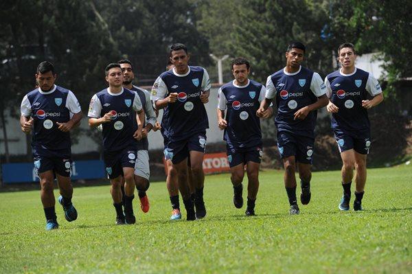 Los seleccionados nacionales trabajaron esta mañana en el Proyecto Goal, después de su regreso de Honduras (Foto Prensa Libre: Óscar Felipe)