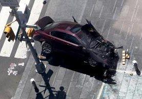 Vista del vehículo que involucrado en el accidente que dejó más de 10 heridos en Times Square, Nueva York. (Foto Prensa Libre: EFE)