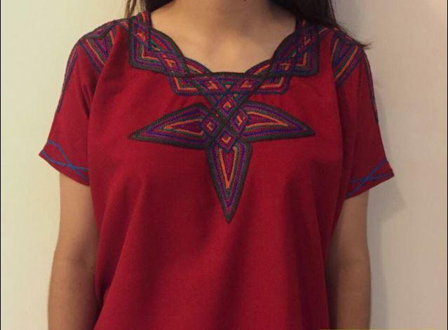 """Una de las blusas que ofrece la tienda """"María Chula"""". (Foto Prensa Libre: Facebook)."""