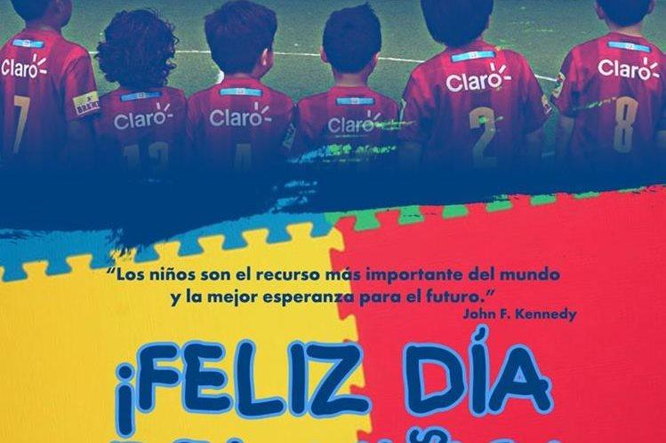 El Club Municipal felicita este sábado a los pequeños aficionados escarlatas. (Foto Prensa Libre: Twitter Rojos)