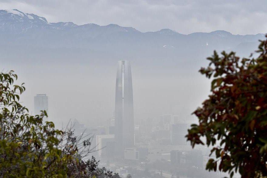 La contaminación es evidente en Santiago de Chile. (Foto Prensa Libre: AFP).