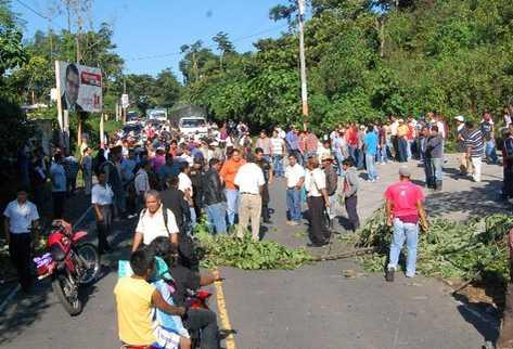 Pobladores de Colomba, Quetzaltenango, colocan obstáculos en la ruta a  la cabecera.