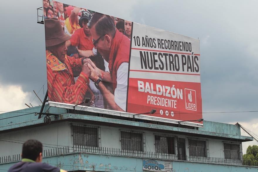 Vayas han sido colocads en todo el país para promocionar al partido. (Foto Prensa Libre: Hemeroteca PL)