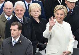 Bill Clinton junto a su esposa Hillary, durante la investidura de Donald Trump en Washington, EE. UU. (Foto Prensa Libre: AFP).