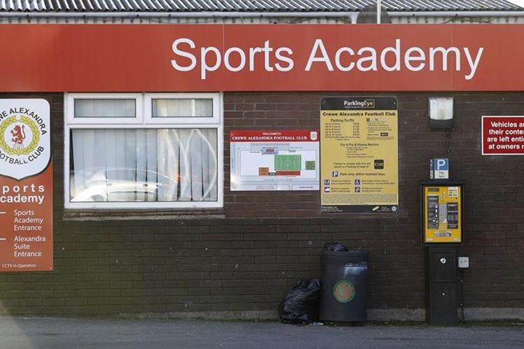 La Academia de futbol del Crewe Alexandr fue el lugar donde Barry Bennell abusó de varios niños. (Foto Prensa Libre: AP)