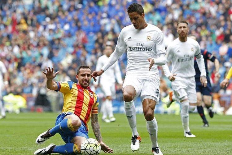 El defensa del Real Madrid, Raphael Varane,es de los favoritos de la afición para jugar con Francia en la Eurocopa. (Foto Prensa Libre: Hemeroteca)
