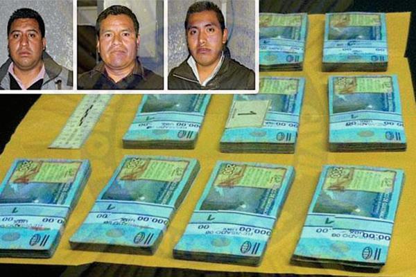Los detenidos portaban Q200 mil en efectivo y cheques por aproximadamente Q1 millón, en Quetzaltenango. (Foto Prensa Libre: PNC)