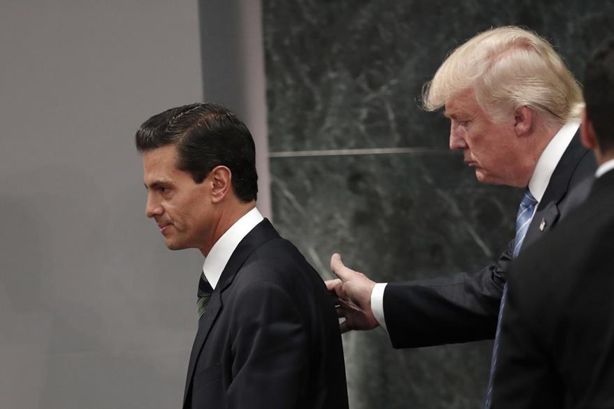 Foto del 31 de agosto del 2016 que muestra al presidente de México, Enrique Peña Nieto (i), y el presidente electo de EE. UU., Donald Trump, durante la polémica reunión. (Foto Prensa Libre: AP).