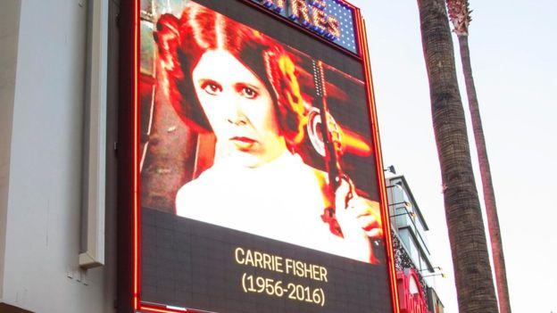 Los dobles moños del personaje de la princesa Leia, interpretado por Carrie Fisher, se han vuelto tan icónicos como las películas. EPA
