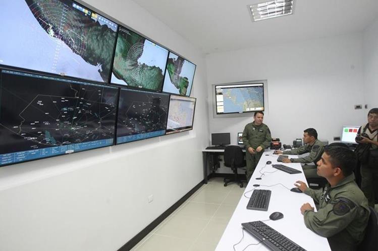 Tres radares fueron instalados en el área sur y norte del país para detectar tráfico aéreo ilícito. (Foto Prensa Libre: Hemeroteca PL)