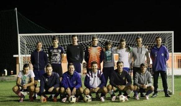 Al menos 15 de los 22 jugadores de este club de segunda regional se apellidan igual. (Foto redes sociales).