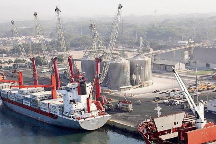 empresarios demandan una mejora urgente en la infraestructura y administración de los puertos para impulsar la competitividad del país.
