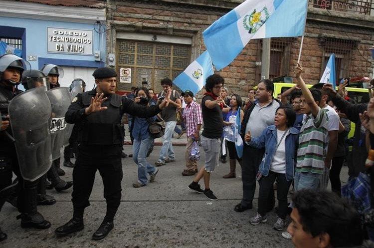 PNC trata de mediar con manifestantes