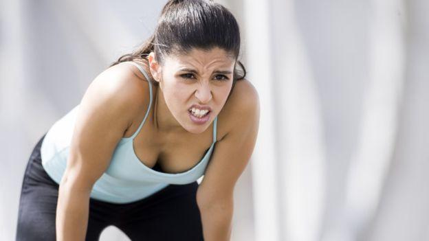 Es importante detectar el tipo de dolor que se está sintiendo para evitar sufrir problemas más severos. (GETTY IMAGES)