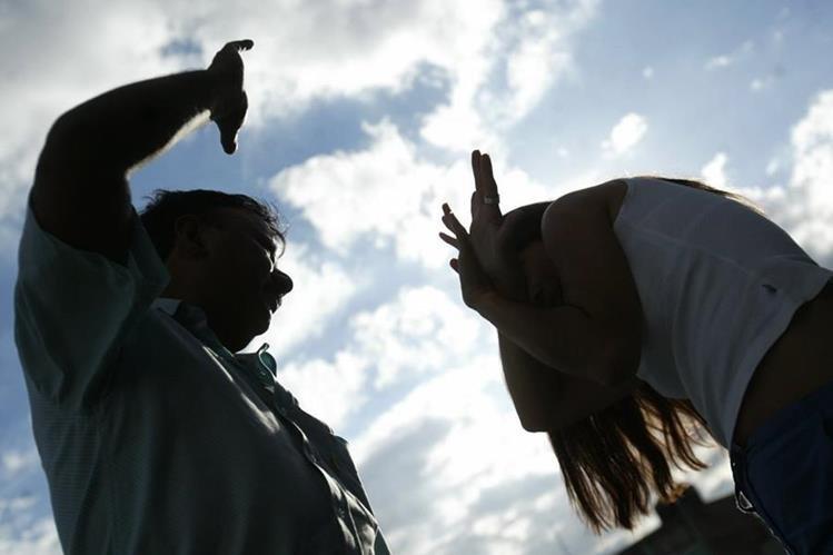 Estadísticas de violencia contra la mujer persisten en los últimos nueve años. (Foto Prensa Libre: Hemeroteca PL)
