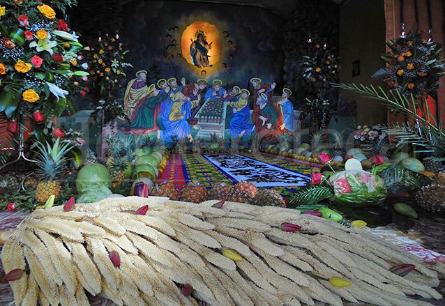 El corozo está presente en las ceremonias de cuaresma y semana santa. En la foto se puede apreciar en una tradicional velación en Antigua Guatemala. (Foto: Néstor Galicia)