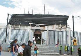La iglesia católica de San Pedro Sacatepéquez quedó con daños por el movimiento telúrico. (Foto Prensa Libre: Aroldo Marroquín)