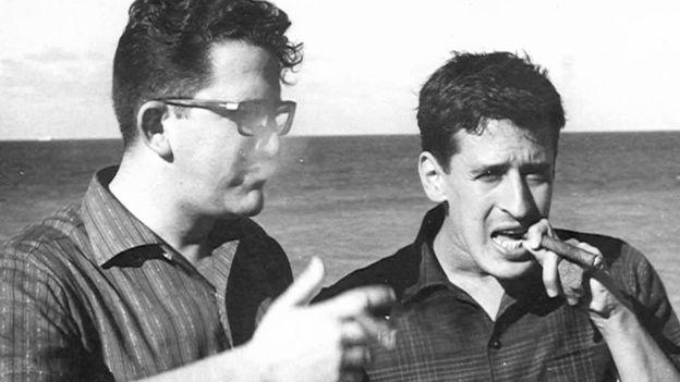 Roque Dalton con el poeta cubano Herberto Padilla durante su exilio en Cuba.