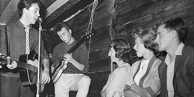 Paul McCartney y John Lennon se conocieron una tarde del 6 de julio de 1957.