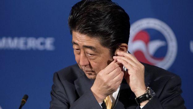 El primer ministro japonés Shinzo Abe ha sido criticado por no impulsar cambios. (AP)