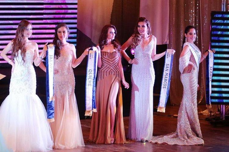 Las reinas nacionales, están desde el pasado 7 de septiembre en Xela, donde han desarrollado varios eventos culturales y sociales. (Foto Prensa Libre: Carlos Ventura)