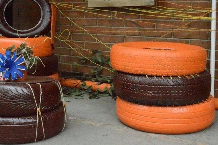 Vecinos de la colonia El Vaquero, Zona 9 de Quetzaltenango, pretenden reunir 250 neumáticos usados. (Foto Prensa Libre: María Longo)