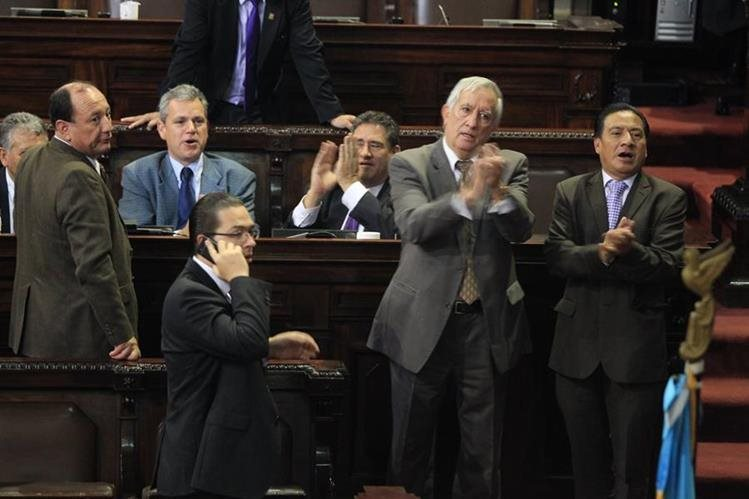 Durante la séptima legislatura hubo una serie de trifulcas, que pasaron desde empujones hasta el tirar agua al Presidente de ese organismo.(Foto Prensa Libre: Hemeroteca PL)