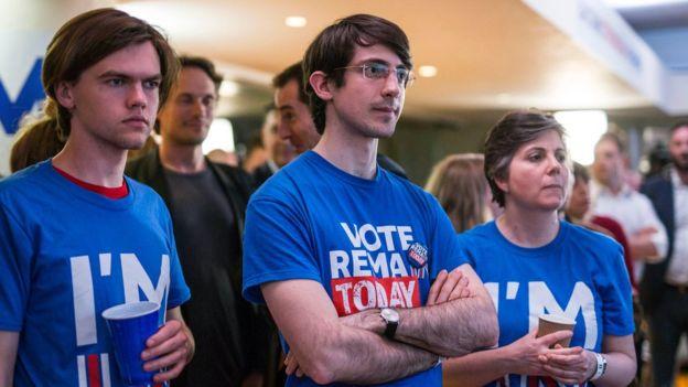 La encuesta gubernamental reveló claramente que los jóvenes que votaron eran proeuropeos. AP