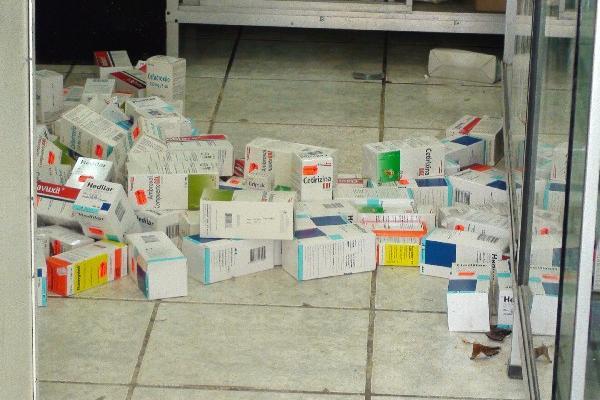Medicina   quedó   tirada  en la farmacia HC.