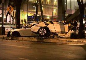 Cuatro personas murieron en el accidente automovilístico y el piloto quedó herido, según fuentes oficiales.