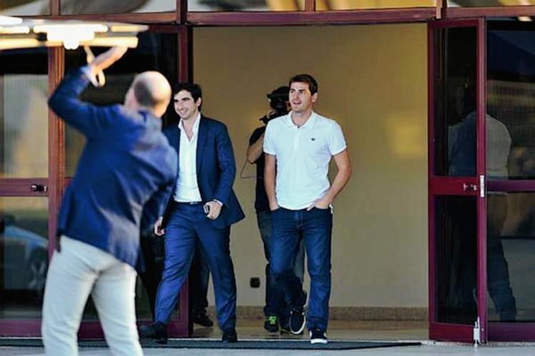 El guardameta español al momento de su arribo a Portugal. (Foto Prensa Libre: FC Porto)