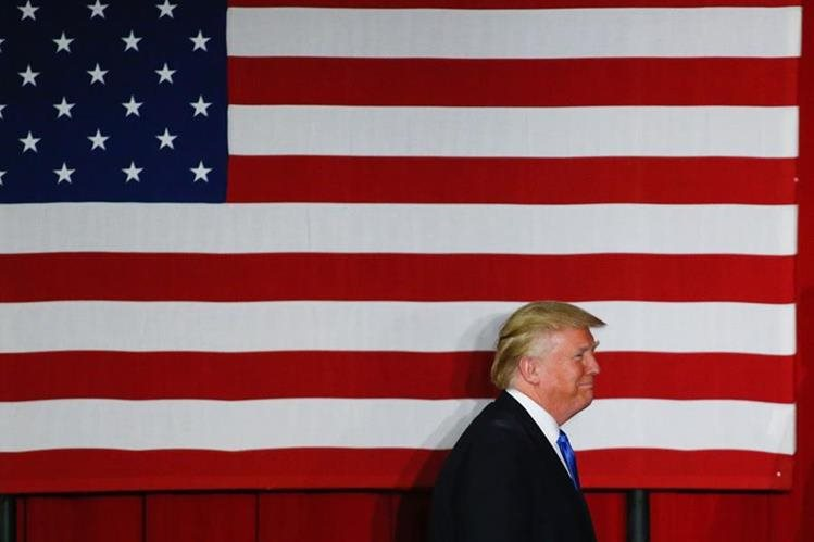 Tres puntos porcentuales separan a la demócrata Clinton del republicano Donald Trump, según nueva encuesta. (Foto Prensa Libre: AFP).