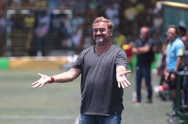 El técnico Carlos Ruiz no pudo evitar que Mictlán descendiera a la Primera División. (Foto Prensa Libre: Norvin Mendoza)