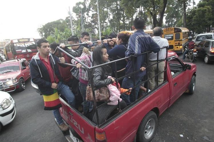 Un nuevo paro de autobuses afecta a vecinos de cuatro colonias en la zona 7 capitalina. (Foto Prensa Libre: Érick Ávila)