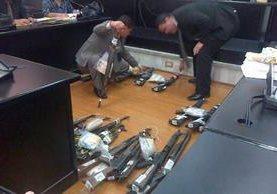 """<p>El Ministerio Público presentó este jueves 24 fusiles que fueron utilizados por los Zetas para asesinar a los jornaleros en Petén. (Foto Prensa Libre: Jerson Ramos)<br _mce_bogus=""""1""""></p>"""