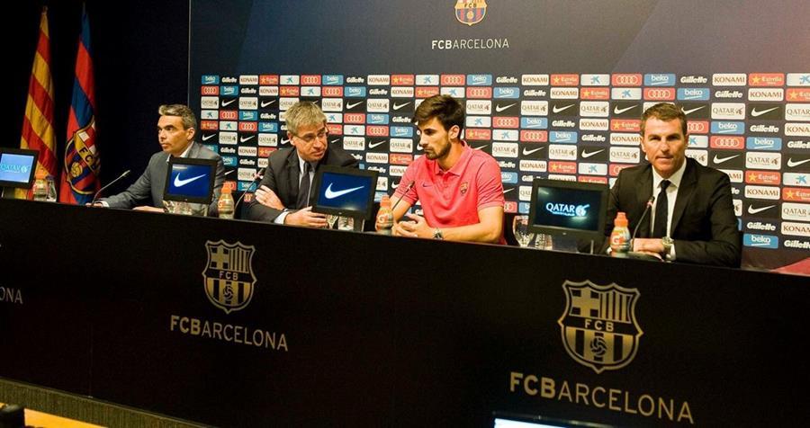 Andre Gomes durante su presentación con el FC Barcelona como su nuevo jugador. (Foto Prensa Libre: FC Barcelona)