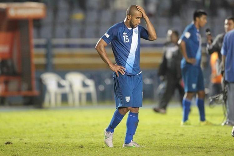Fredy Thompson se lamenta en la derrota ante Trinidad y Tobago. (Foto Prensa Libre: Hemeroteca PL)