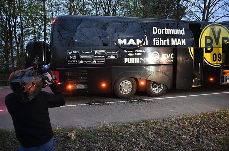Así quedó el autobús del Dortmund luego de la explosión.(Foto Prensa Libre: AP)
