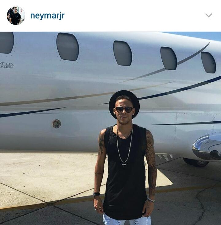 El astro brasileño Neymar posee dos aviones para trasladarse de Barcelona a cualquier parte del mundo. (Foto Prensa Libre: Instagram Neymar)