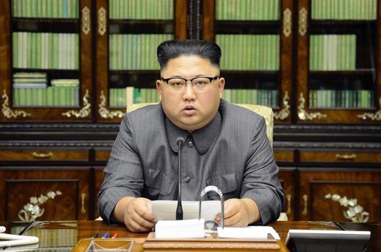 Kim Jong Un lee una declaración en respuesta al discurso de Trump en la ONU.(EFE).