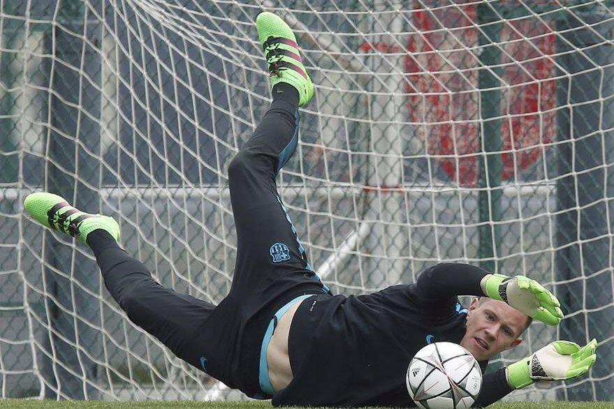 El portero alemán del FC Barcelona, Andre ter Stegen, figura en la lista de la selección de Alemania. (Foto Prensa Libre: EFE)