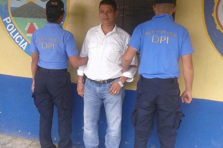 Víctor Manuel Meza es presentado por las autoridades hondureñas.