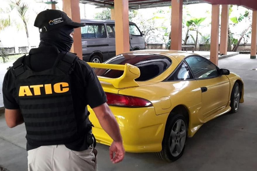 Autos de lujo, una de las comodidaes de las que gozan pandilleros hondureños.  (Foto Prensa Libre: AFP).