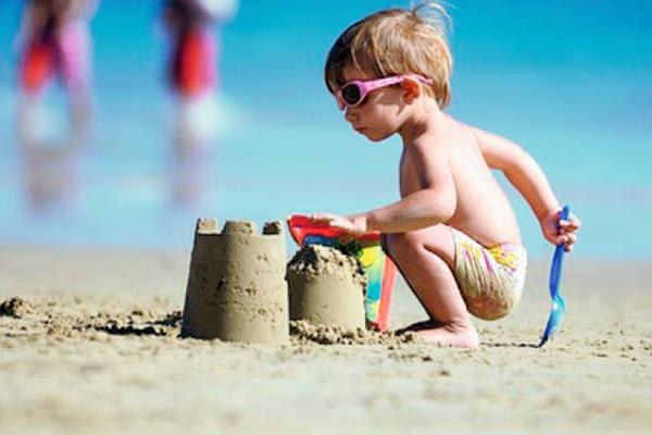 adems de los castillos de arena hay juegos como saltos de longitud o carreras de
