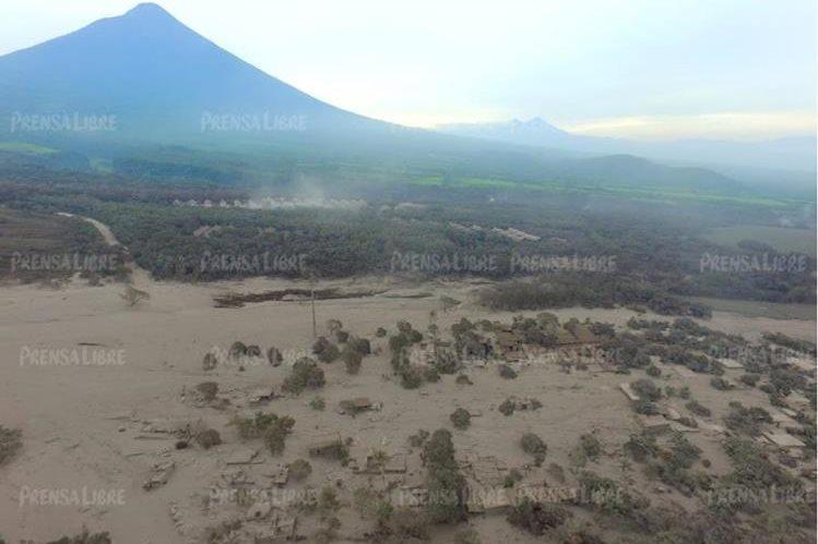 La explosión del Volcán de Fuego causó desinformación en redes sociales (Foto Prensa Libre: Érick Ávila).