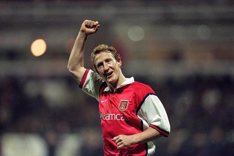 El exjugador del Arsenal, Tony Adams logró superar su adicción y ahora ayuda a otros jugadores. (Foto Prensa Libre: TalkSport.com)