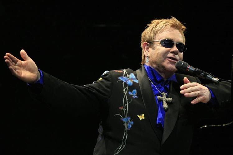 """El cantante británico Elton John denuncia a medios de Francia por """"violación del derecho a la vida privada"""". (Foto Prensa Libre: AFP)"""