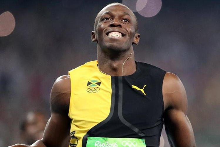 Bolt cruza la meta y arrebata el oro de los cien metros planos. (Foto Prensa Libre: AP)