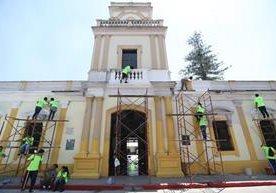 Voluntarios participan en plan de remozamiento de la Municipalidad